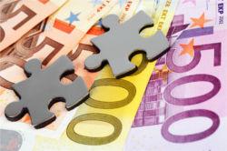 Geldscheine und Puzzleteile